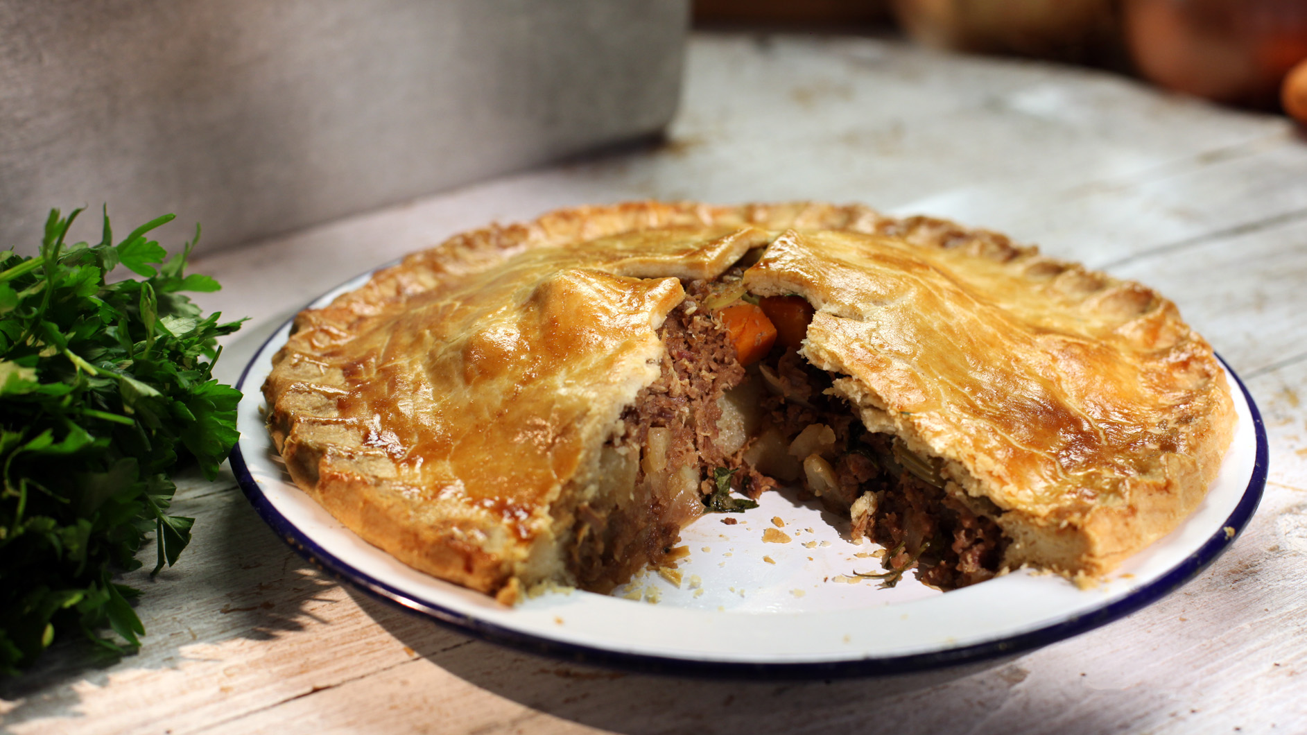 : plate meat pie - pezcame.com