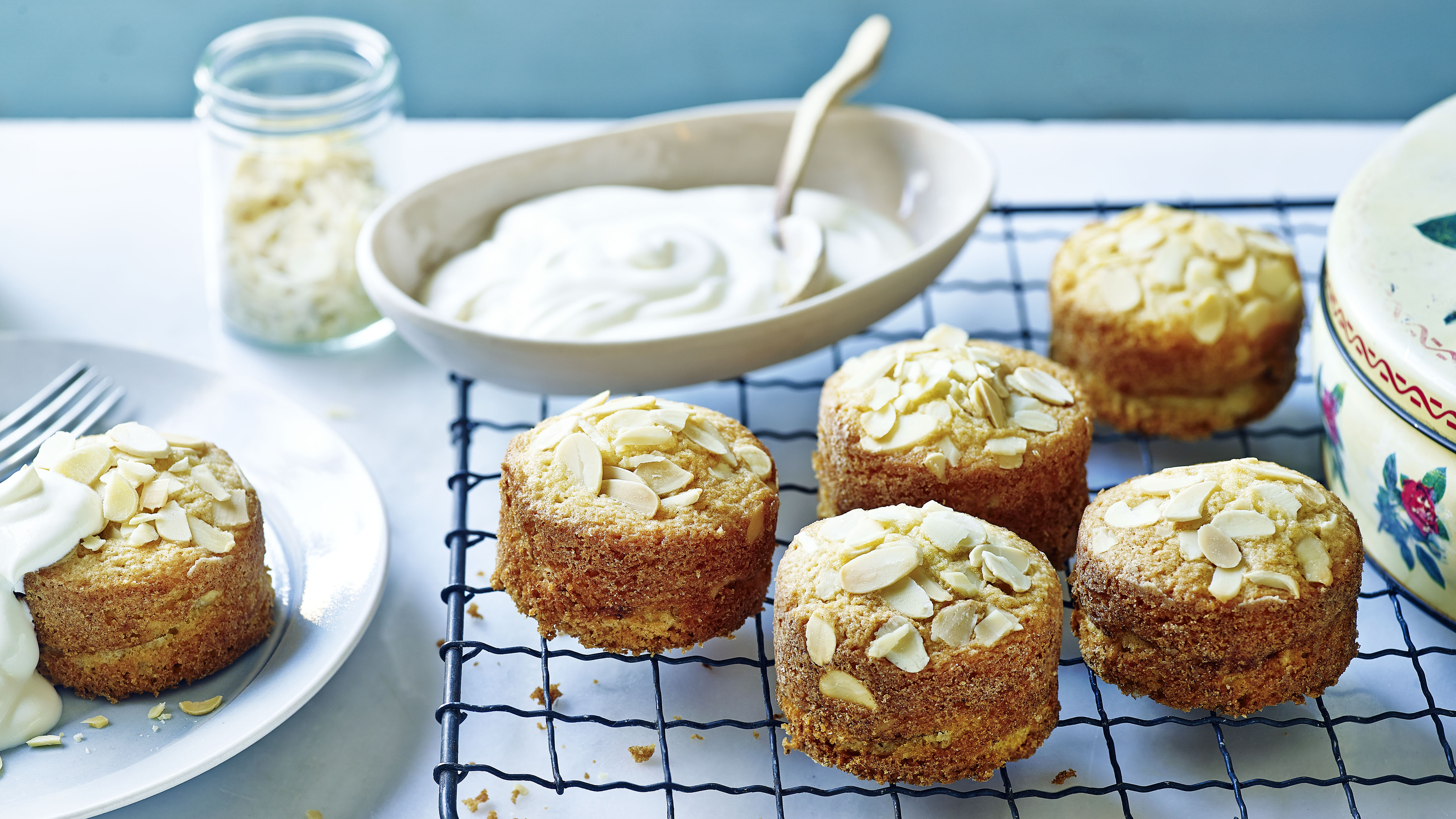 Mini apple and almond cakes recipe bbc food forumfinder Images