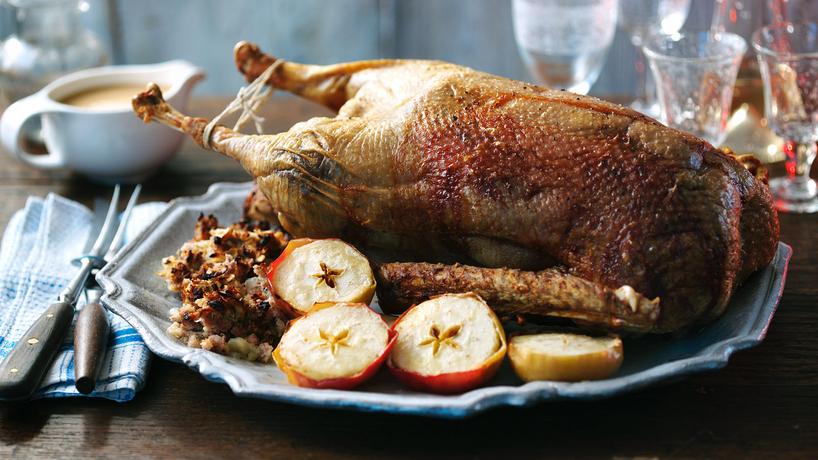 Goose with apples in the oven: recipe 41