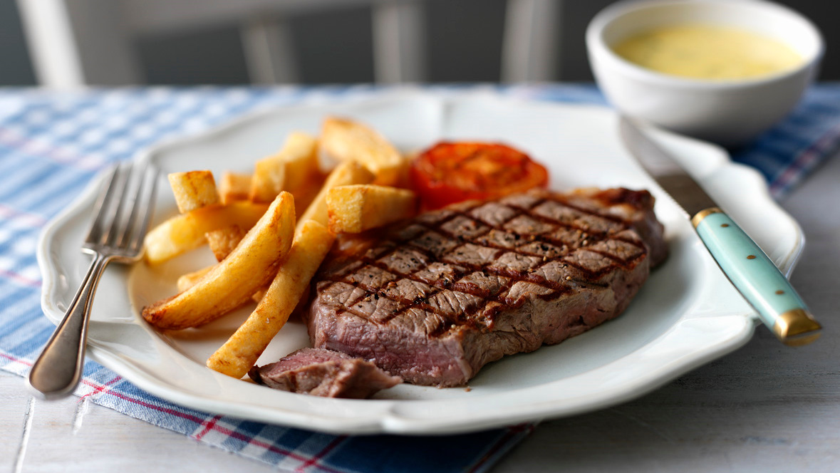 Sirloin steak with chunky chips
